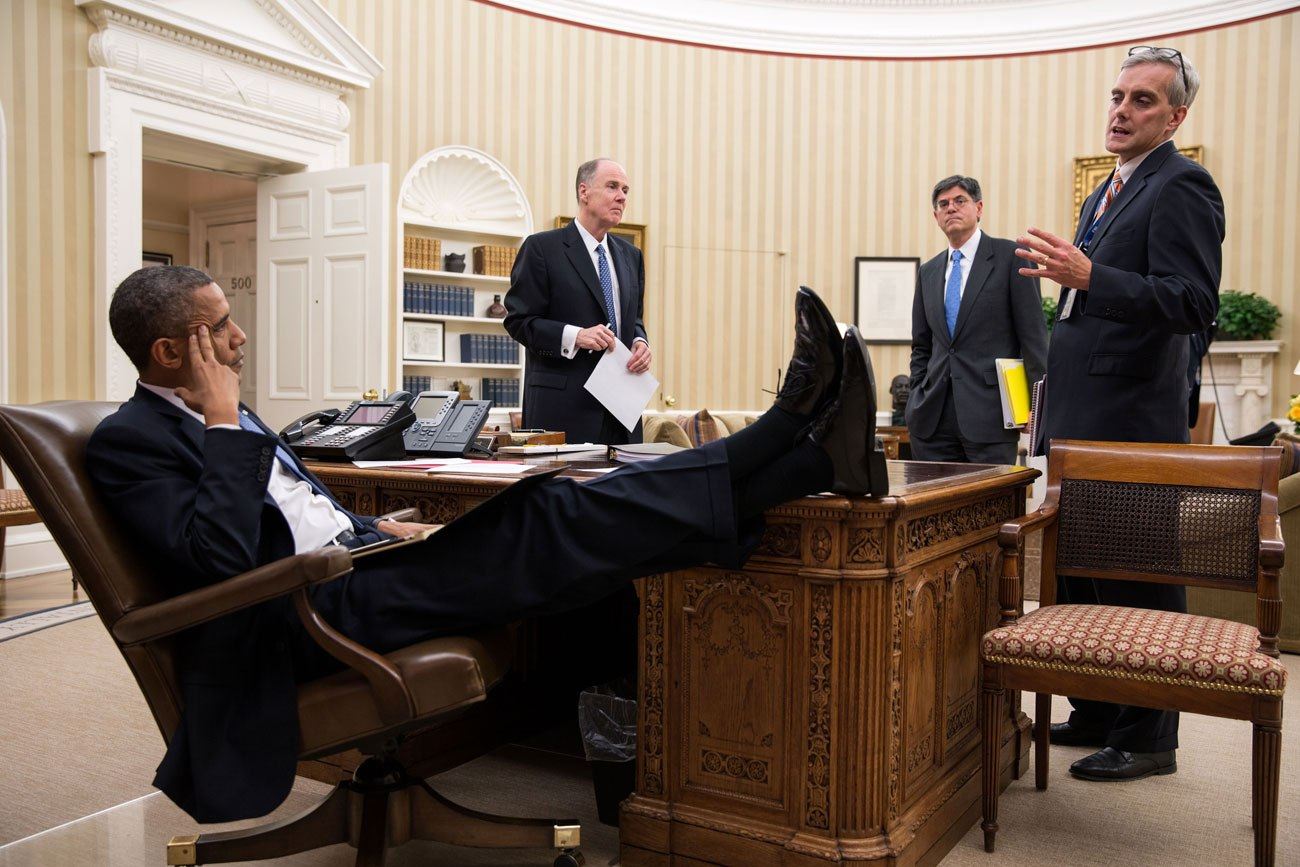 barack-obama-laid-back.sl.8.obama-lean-back-ss06