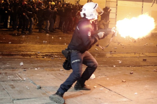 Riots erupt in Turkey over corruption scandal