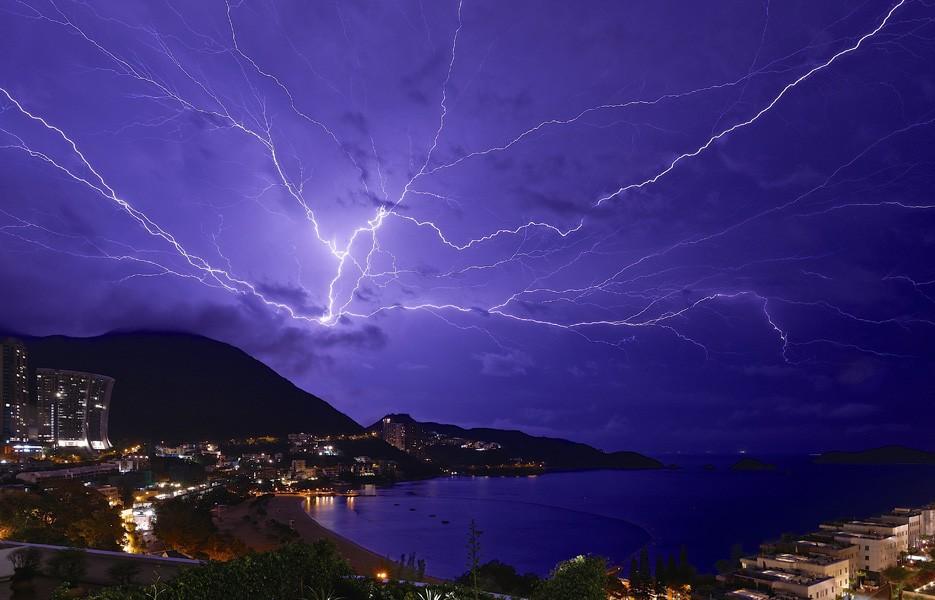lightning-bay-935-1