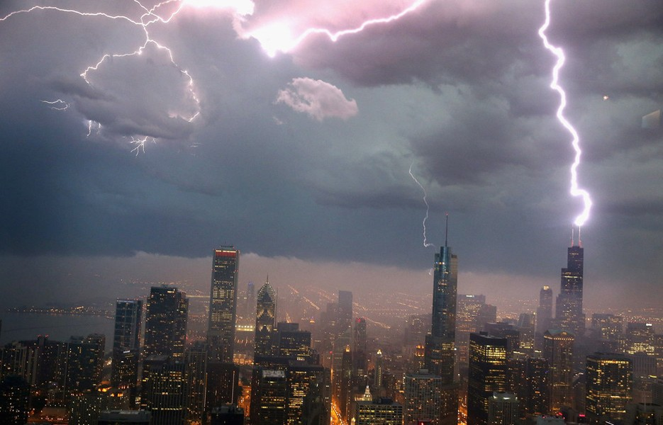 lightning-chicago-935-1