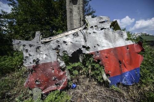 parte-del-fuselaje-del-avion-derribado-en-ucrania-_595_400_1113812-600x400