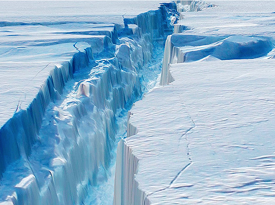 An iceberg 10 times the size of Manhattan broke away from the Antarctic into Pine Island Bay.
