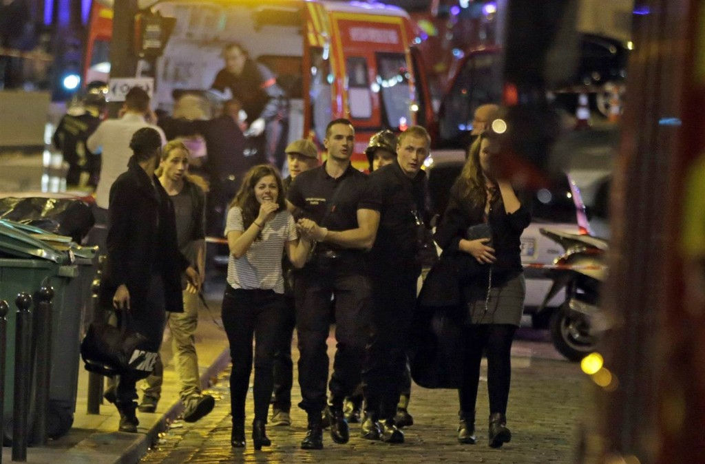 151113-france-attacks-mn-1720_75c73b1f1369b1ea4588faf9f21a906b.nbcnews-ux-2880-1000