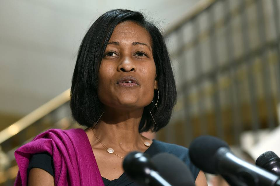 Cheryl Mills speaks to reporters on Capitol Hill in Washington, Sept. 3, 2015. PHOTO: ASSOCIATED PRESS